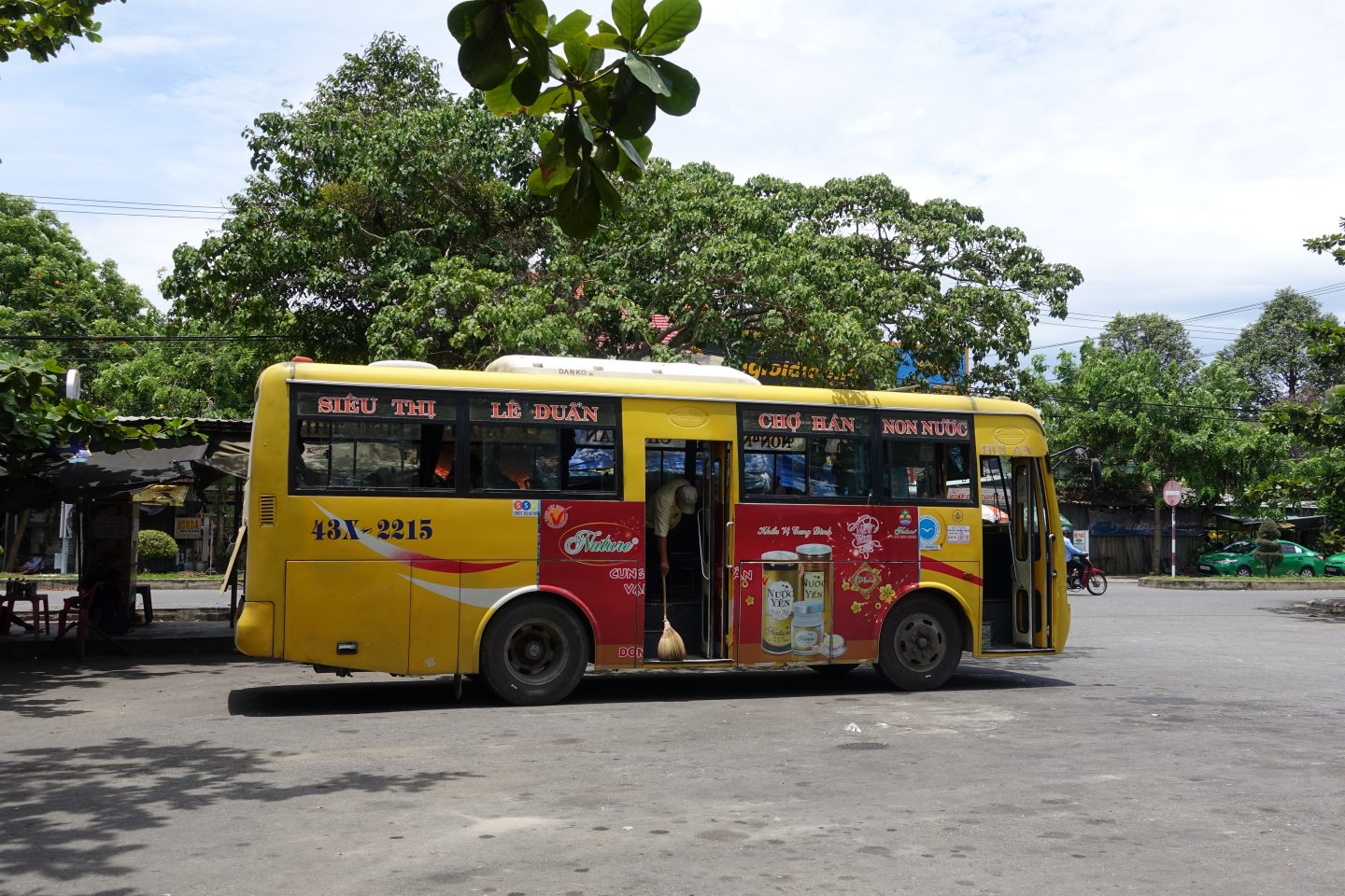 How to get from Hoi An to Da Nang by Bus