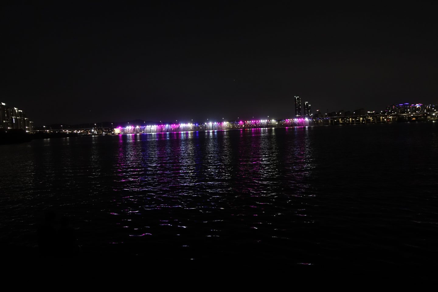 10 Things to do in Seoul - Banpo Bridge Rainbow Fountain