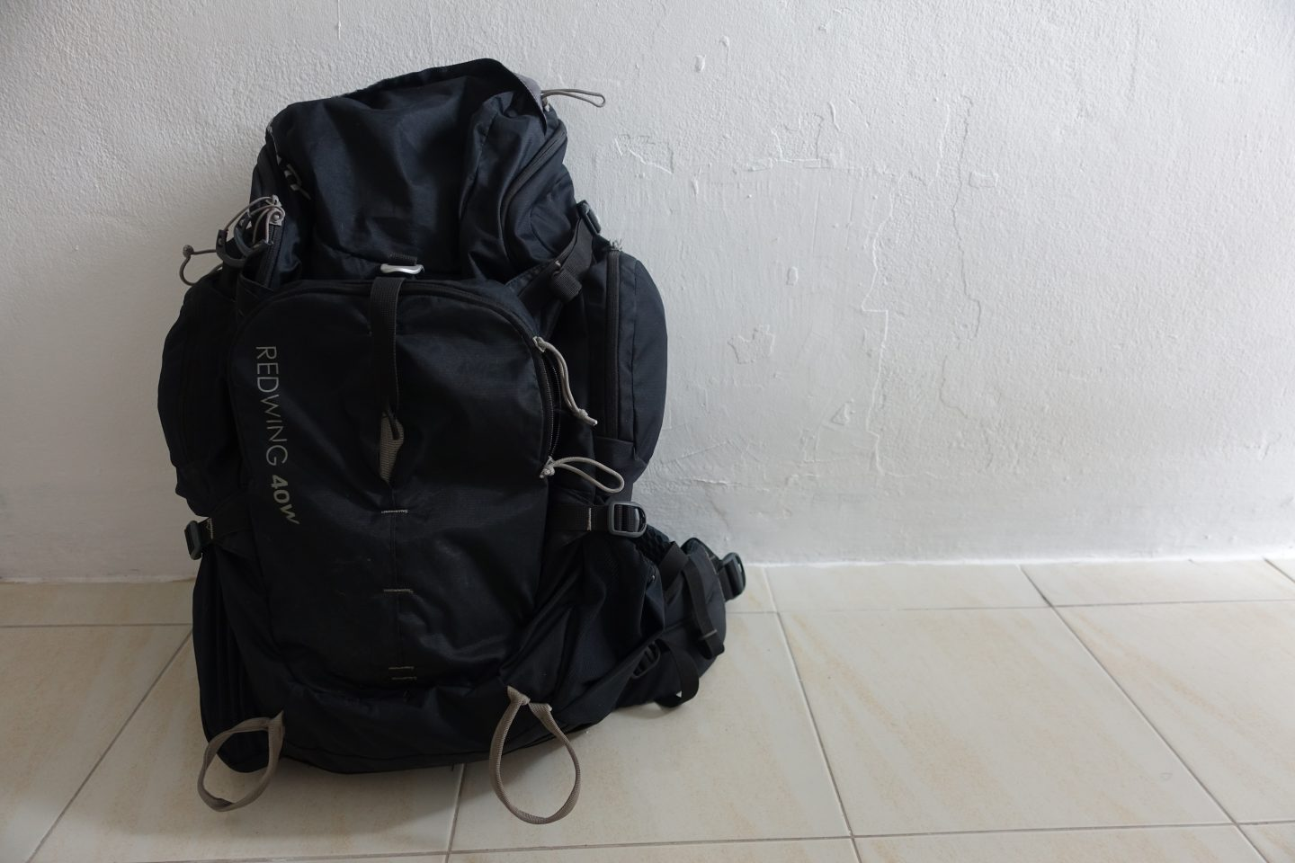 minimalist travel wardrobe-backpack